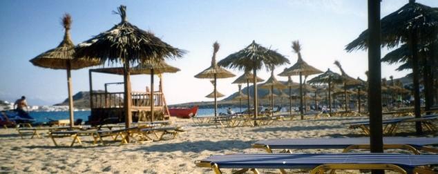 Scholl построи изкуствен плаж за новата си кампания с Аби Кланси